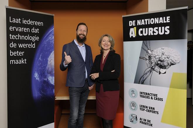 Jim Stolze en Ineke Dezentjé (FME) bij de lancering.